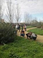 Tècnics/ques i professors d'un curs de l'ETSEA visiten l'Arborètum per dur a terme una activitat pràctica